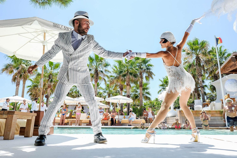 Dance show au Nikki Beach, Saint-Tropez