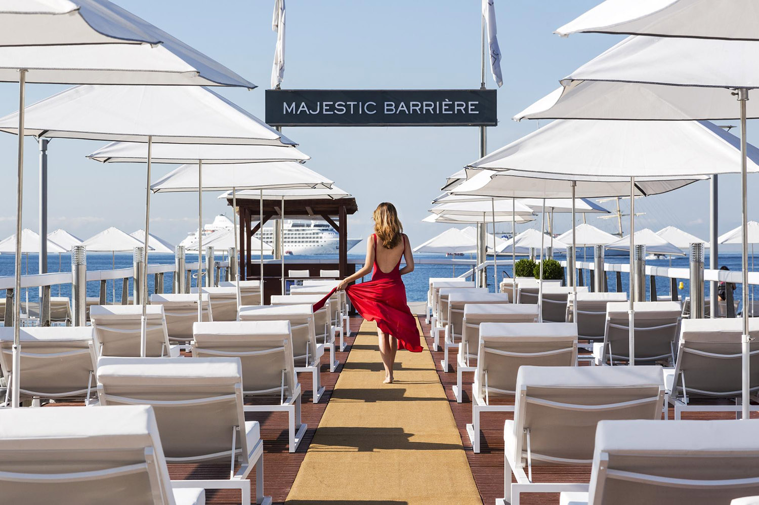Pontoon of the private beach BFire in Cannes