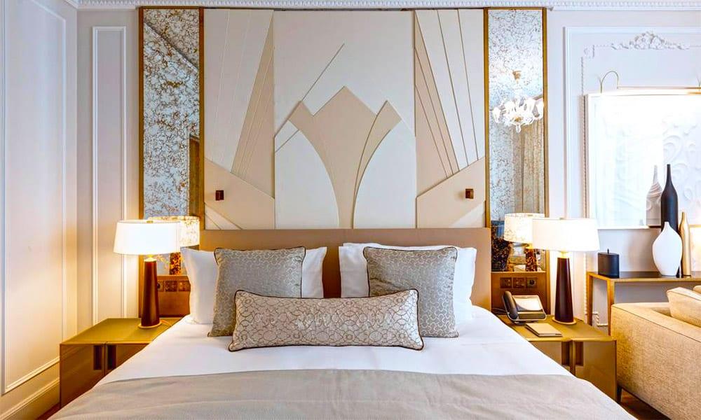 Nice bedroom in a luxury hotel