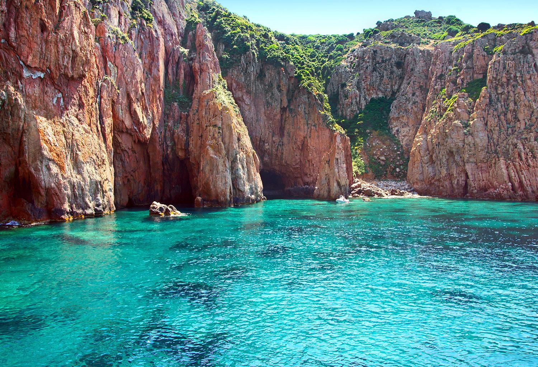 Crique au sein de Réserve Naturelle de Scandola, Corse