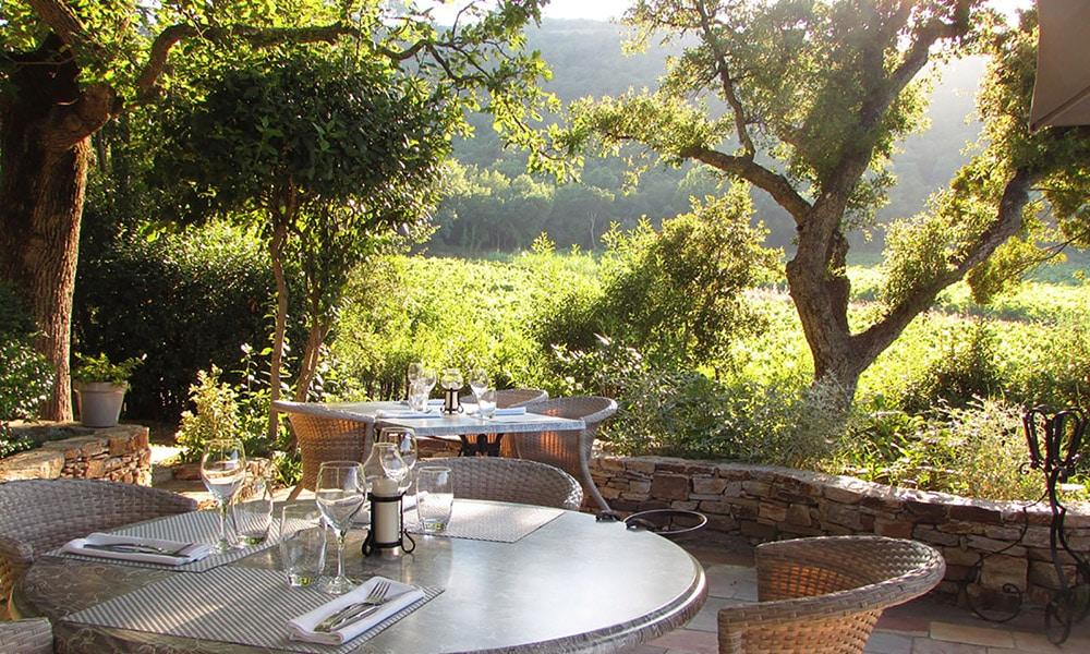 Terrasse d'un restaurant sur la Côte d'Azur