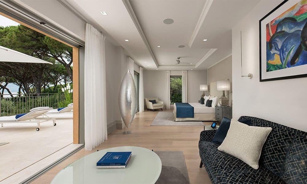 Intérieur d'une villa de luxe sur la Côte d'Azur
