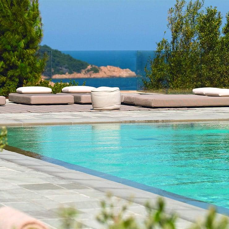 Piscine avec vue mer de l'hôtel de luxe la Réserve Ramatuelle, Golfe de Saint-Tropez, Côte d'Azur