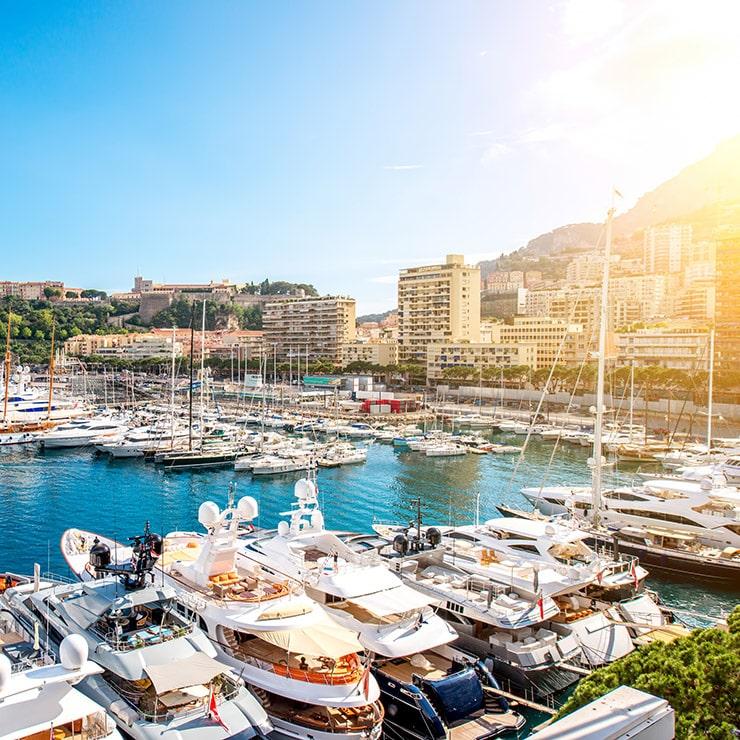 Yachts dans le port de Monte-Carlo, Monaco, Côte d'Azur