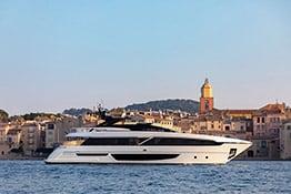 Yacht de luxe à Saint-Tropez