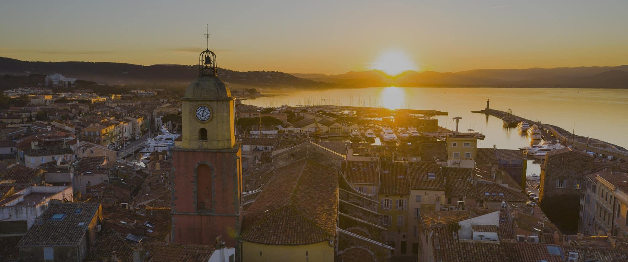Vue aérienne du port de St Tropez, Côte d'Azur, France