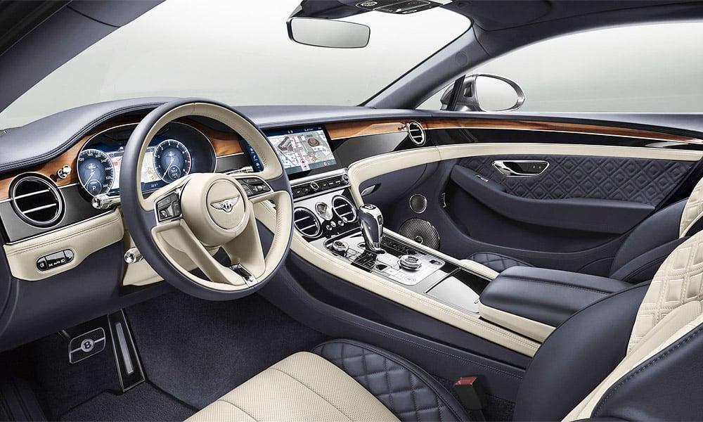 Intérieur exceptionnel d'une voiture de luxe Bentley Continental GT