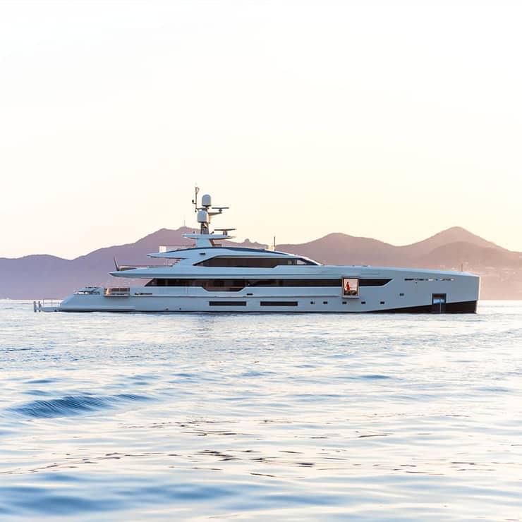 Yacht de luxe ancré à Saint-Tropez