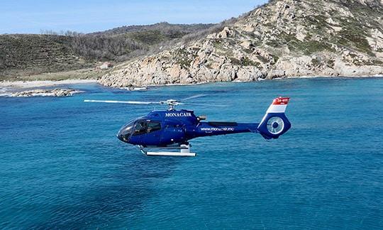 Hélicoptère sur la Côte d'Azur, Sud de la France