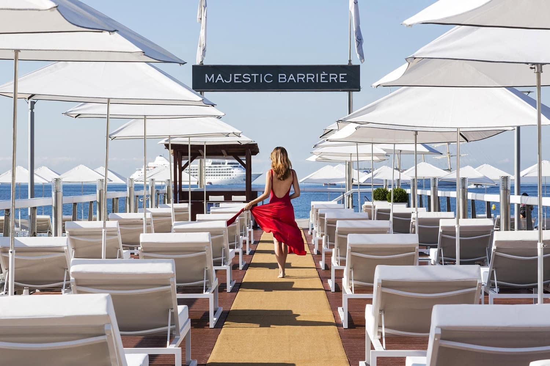 Le ponton de la Plage BFire à Cannes