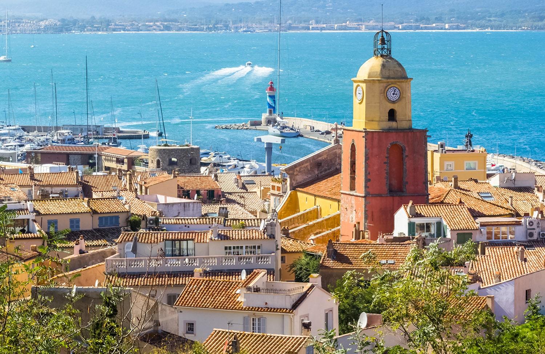 Clocher et port de Saint-Tropez, Côte d'Azur, France