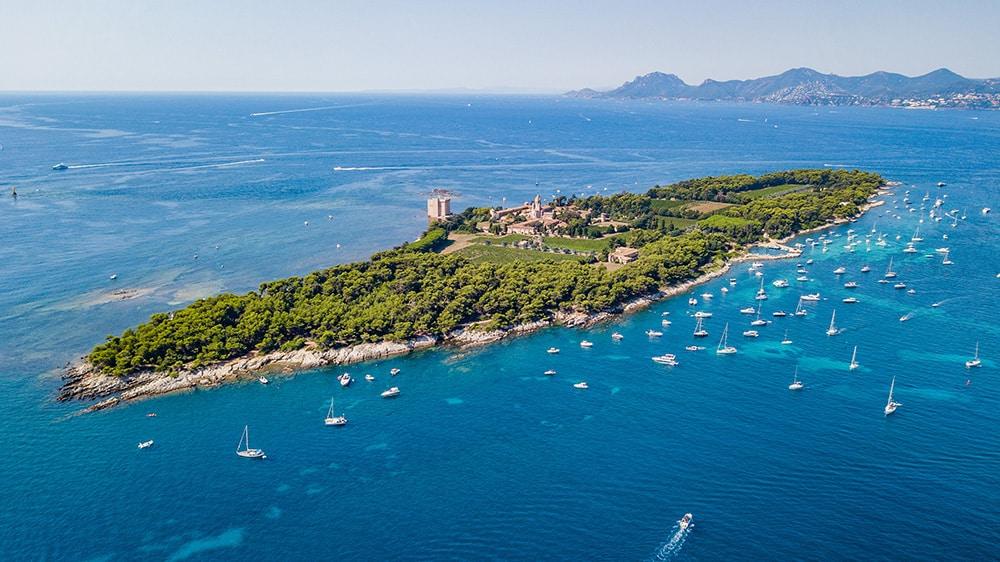 Vue aérienne de l'Île de Saint-Honorat, Côte d'Azur