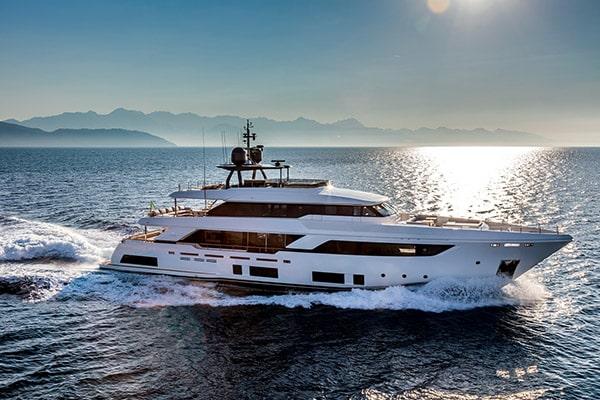 Yacht December Six (Ferretti Navetta 33)