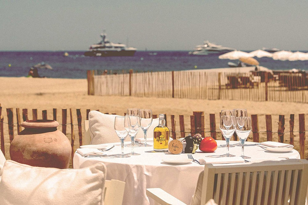 Table set in the beach restaurant Loulou Ramatuelle in Pampelonne, Gulf of Saint-Tropez
