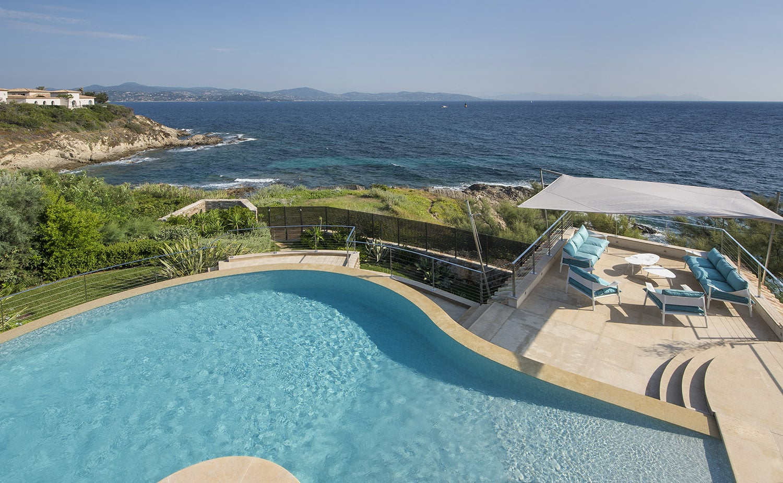 Luxury seafront villa in Les Parcs de Saint-Tropez