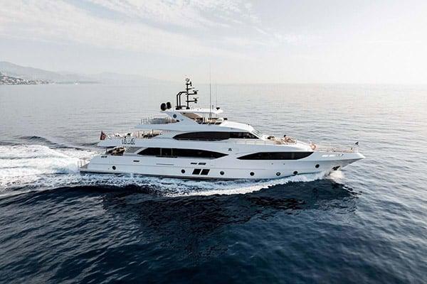 Yacht ALTAVITA (Majesty 125)