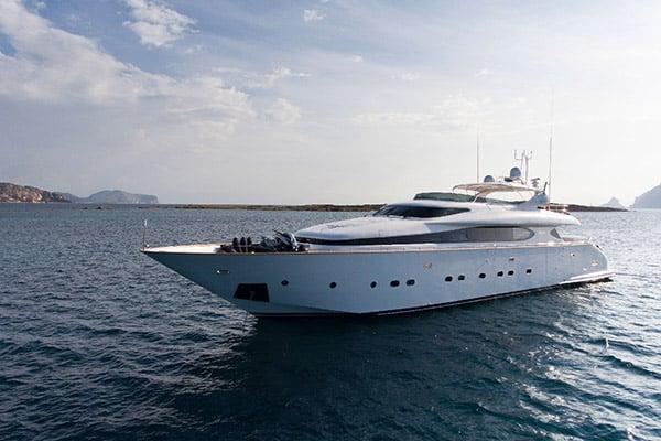 Yacht Amaya