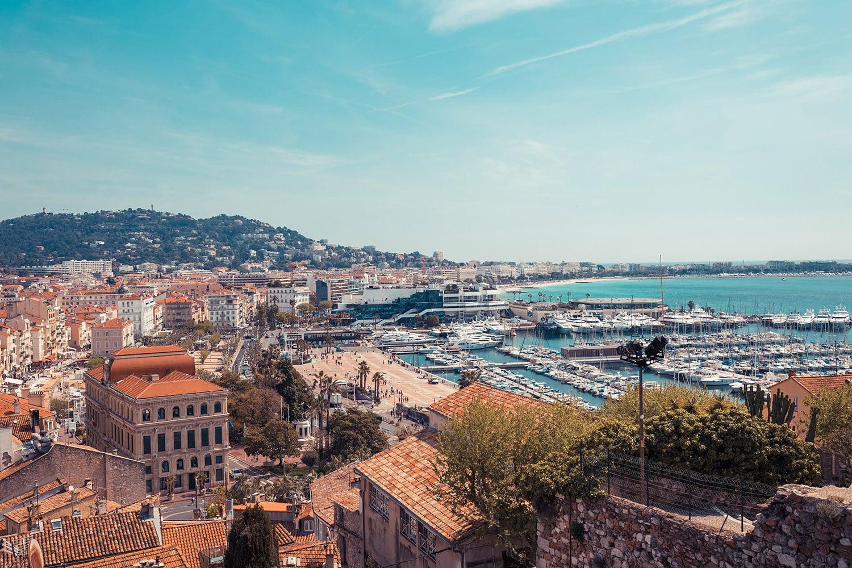 Panorama de la ville de Cannes sur la Côte d'Azur