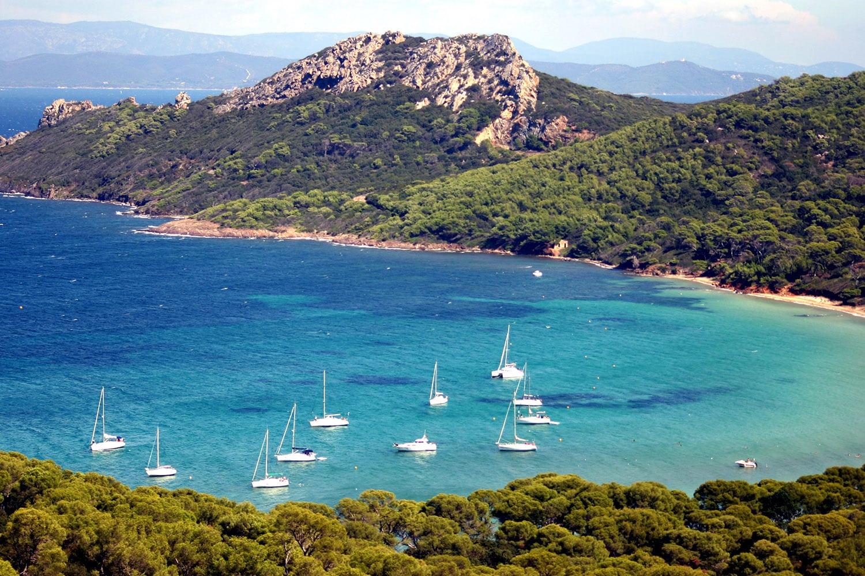 L'Île de Port-Cros et ses eaux turquoises