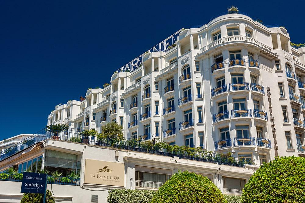 Façade de l'hôtel de luxe Le Martinez à Cannes